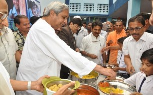Odisha Chief Minister Naveen Patnaik Helps Serve The Mid Day Meal